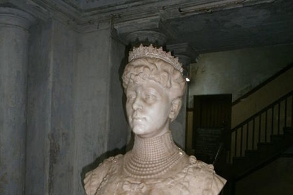 marble bust of Queen Mary with crown
